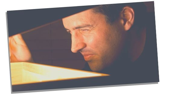 man sensitive to light because his third eye chakra is blocked