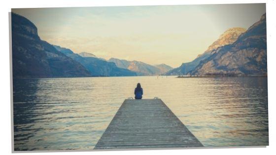 woman using blue calcite to enhance life perceptions